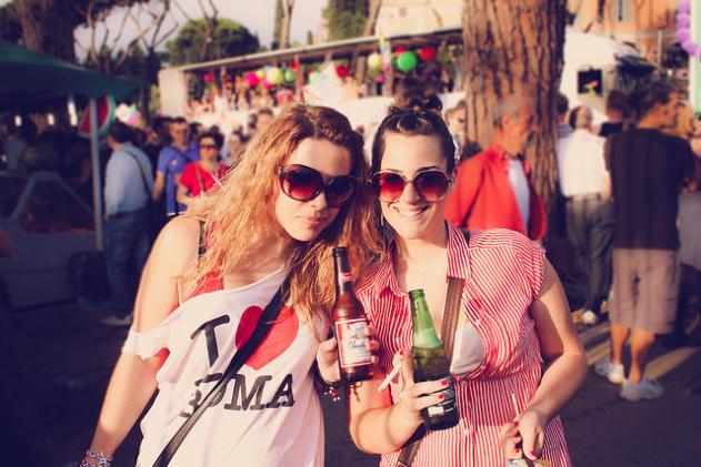 Touristen haben Spaß in Spanien
